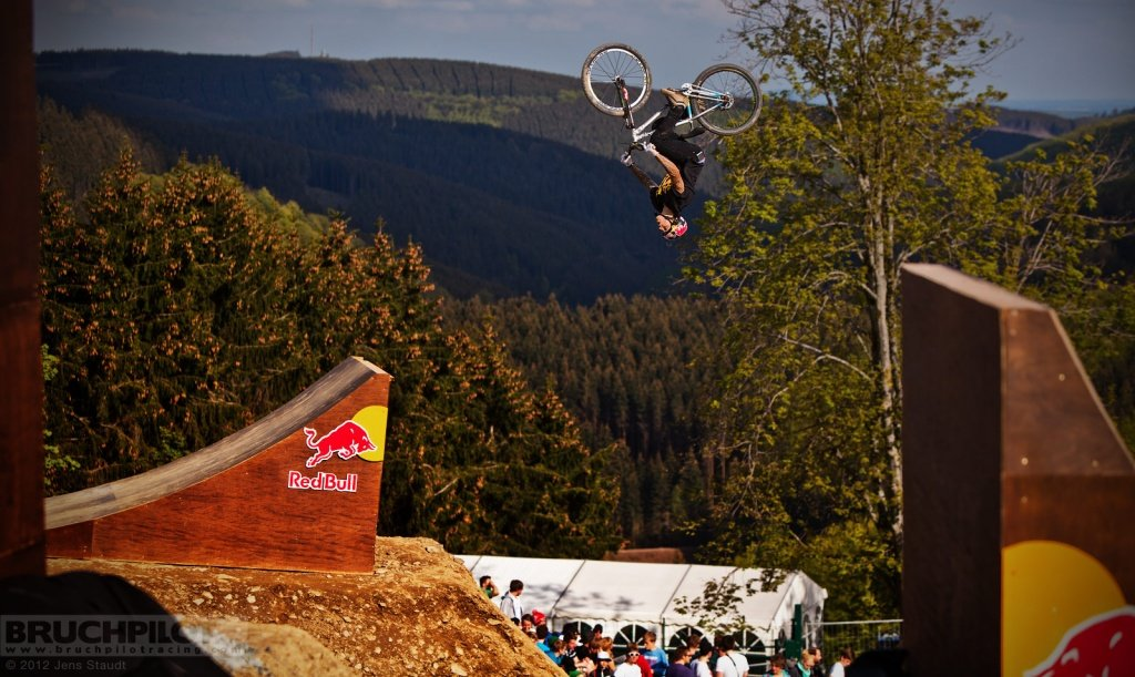 Andreu Lacondeguy Red Bull Bergline - Flipdown