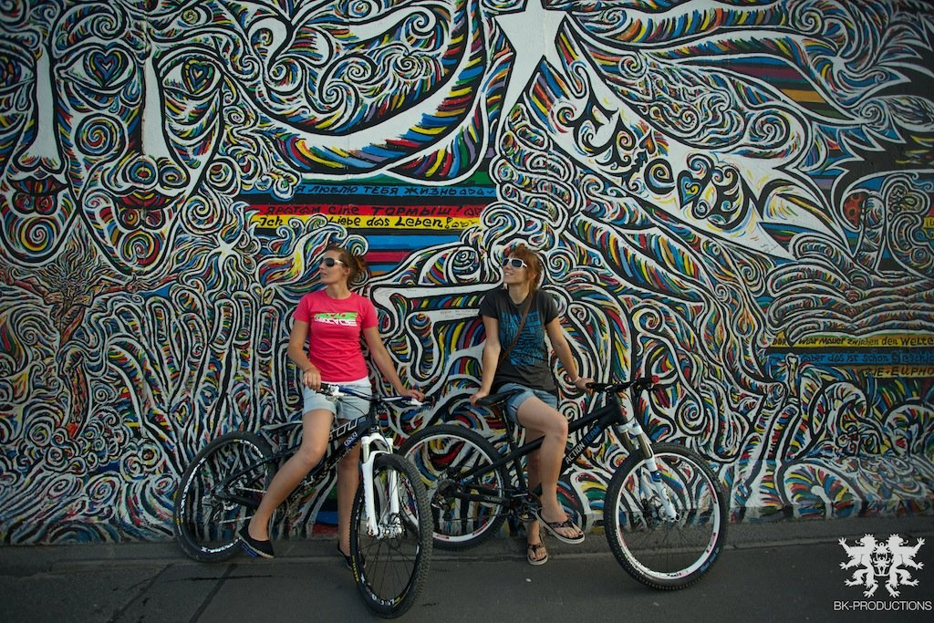 Pumptrackliebe Roadtrip: Steffie und Laura Wall