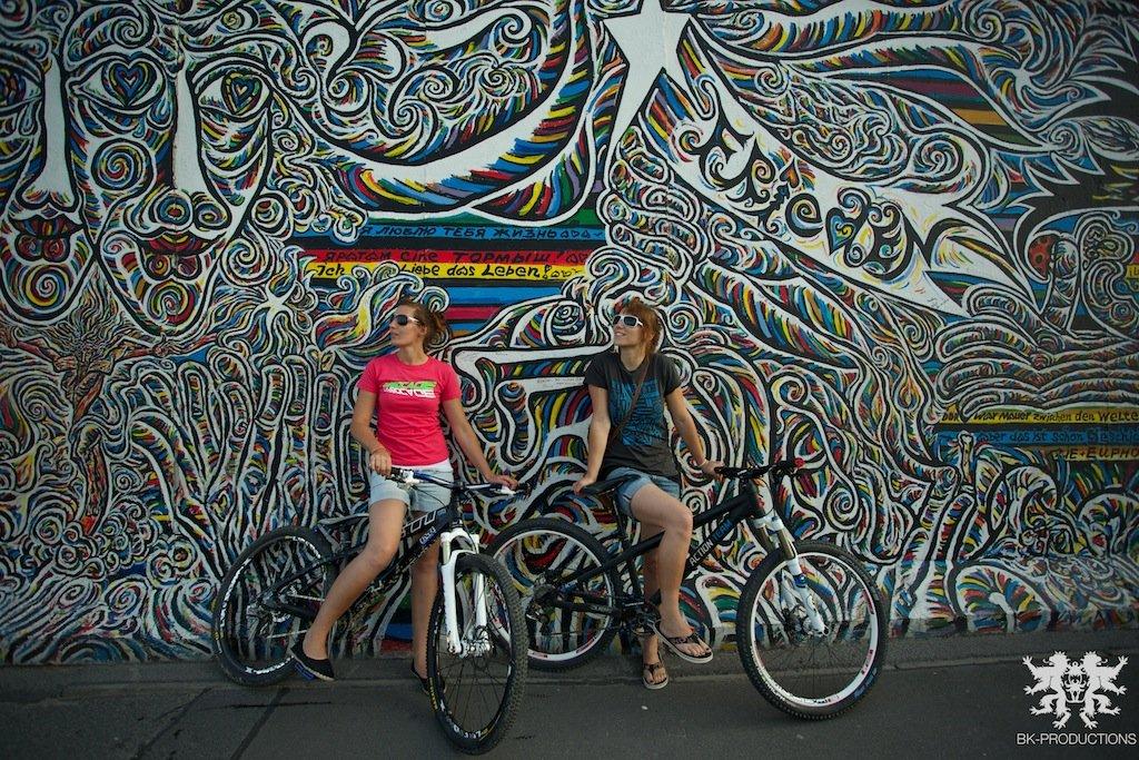 Pumptrackliebe Roadtrip: Steffie und Laura Wall