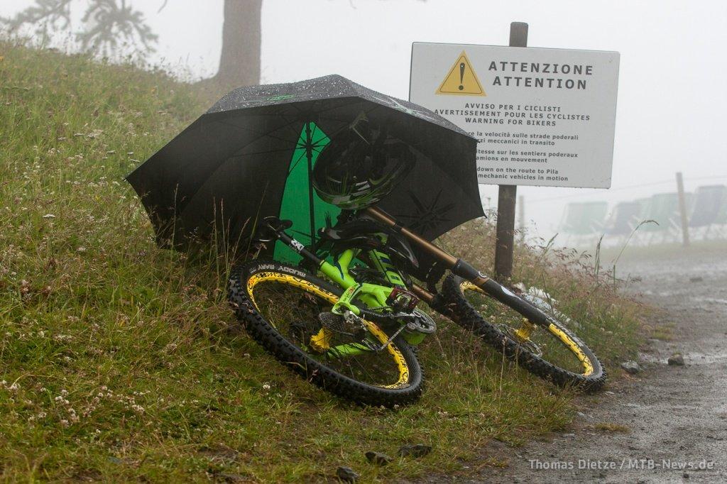 Scott im Regen