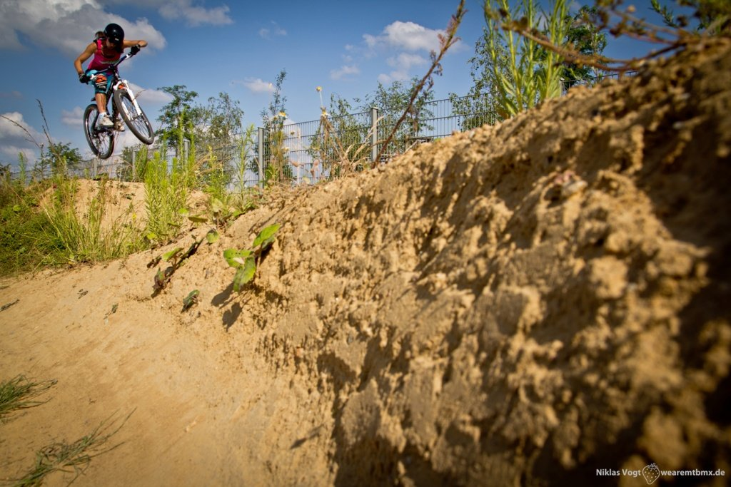 Pumptrackliebe Roadtrip: Steffi springt