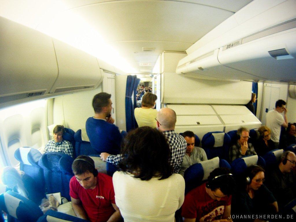 6 Um allgemeiner Verwirrung vorzubeugen: Größerer Flieger heißt NICHT größere Sitze. Nur mehr.