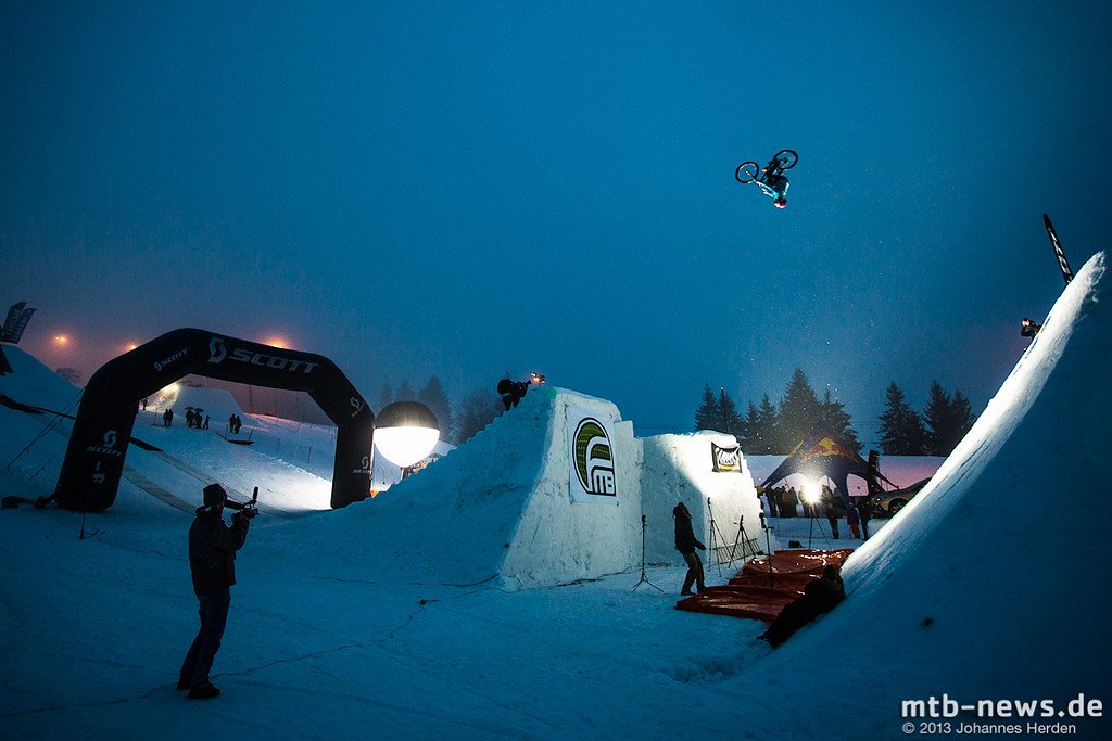 Riesiger Backflip von Peter Henke
