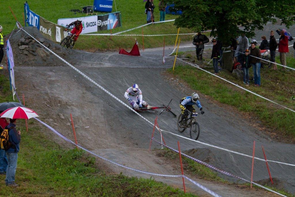 Michal Prokop (stürzt) und Lukas Mechura