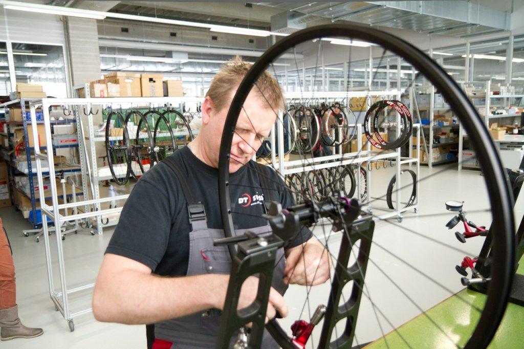 DT-Swiss - Er baut Speziallaufräder auf, kann sie auch gleich testen