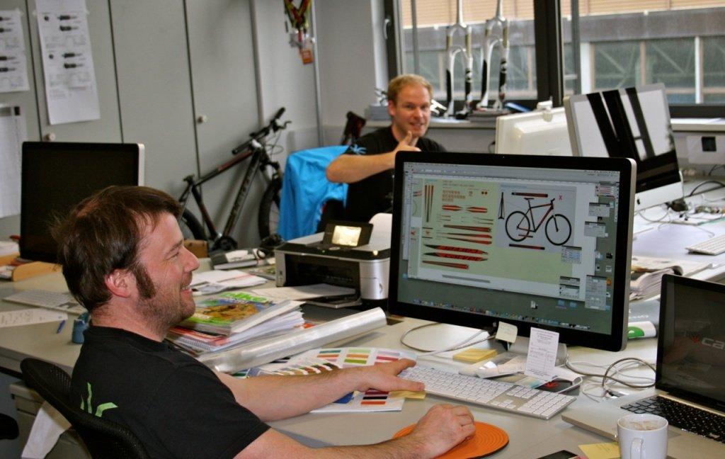Auch über das Design wird hier diskutiert werden - bei Carver ist der Job von Bastis Frau Cai und Lars, hier im Bild