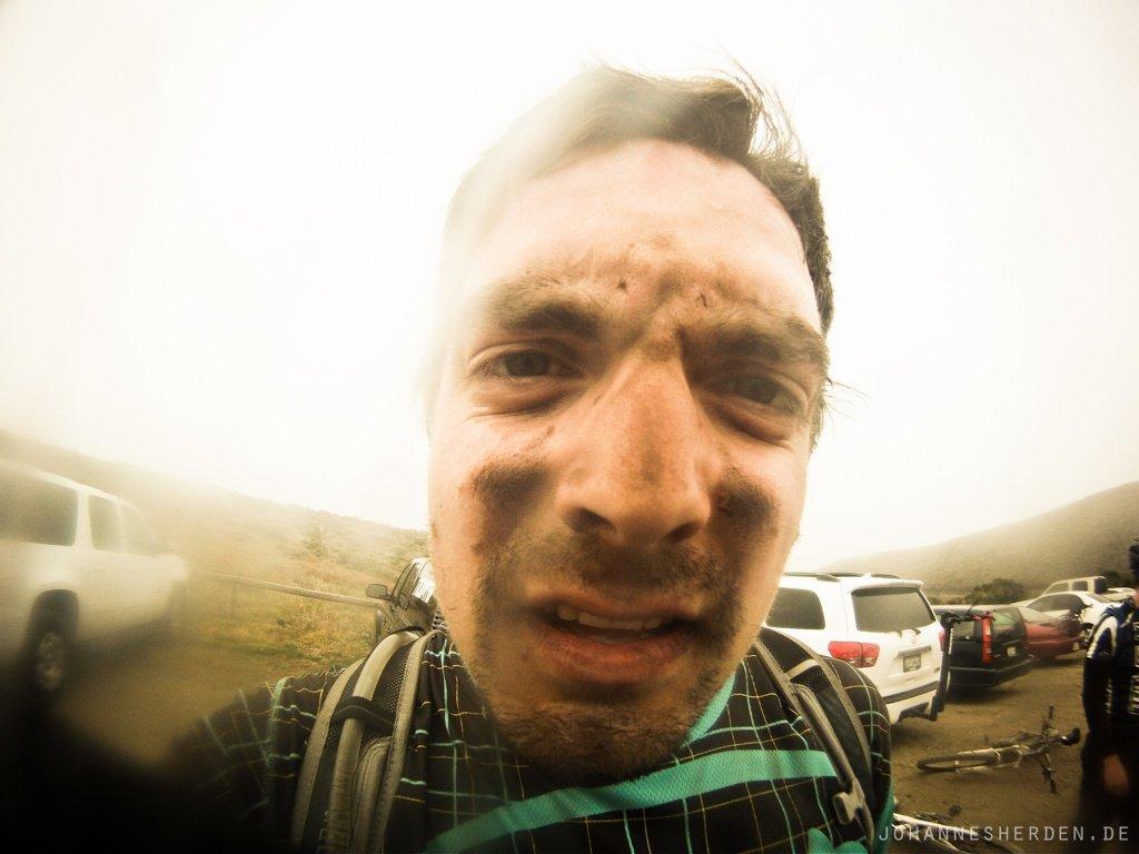 """66 ...und nach dem Downhill. """"Staubiger Trail"""" bekommt eine neue Bedeutung."""