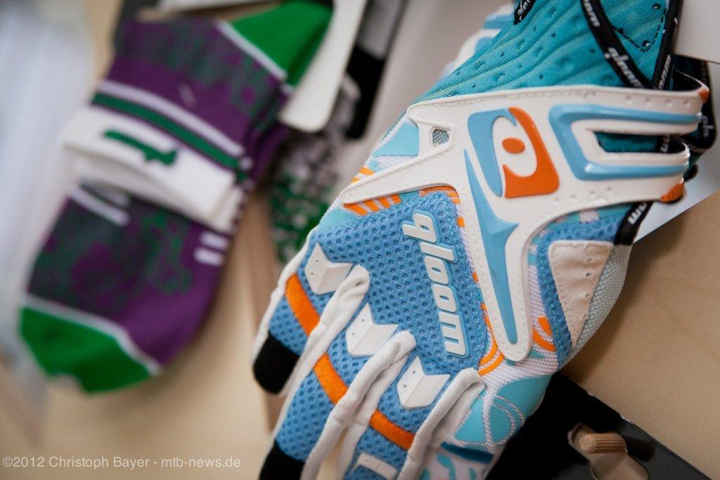 Umina heißt einer der neuen  Handschuhe und ist ab 64,95 Euro zu haben