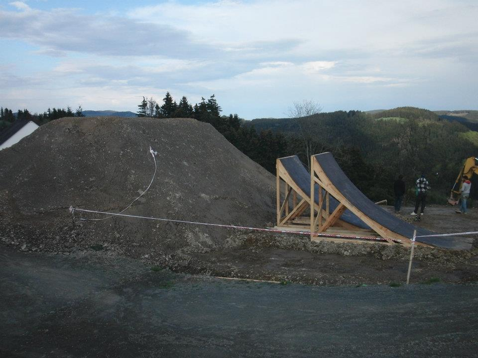 Bikepark Winterberg: Bau der Red Bull Berg Line