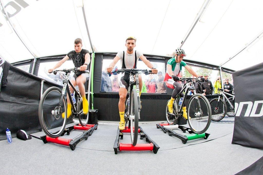 06 - Team Cannondale beim Warmfahren Nove Mesto 2012