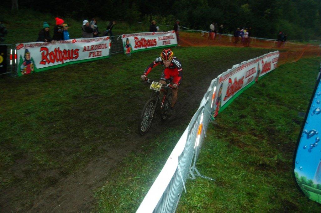 Moritz Milatz nach seinem Sturz am Dienstag zum Glück rennfähig