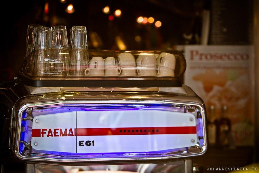 """Kaffeemaschine im """"Sesam"""""""