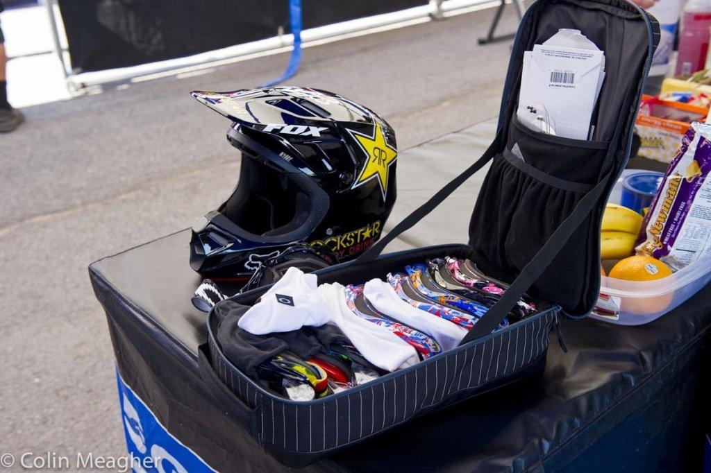 Die meisten Fahrer haben eine Goggle. Bei Danny Hart ist das ein wenig anders!