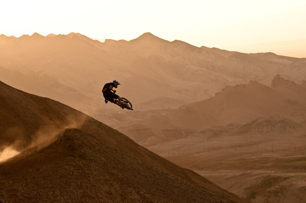 Kurt Sorge, massiver Whip in China - Foto: John Wellburn/Red Bull Content Pool