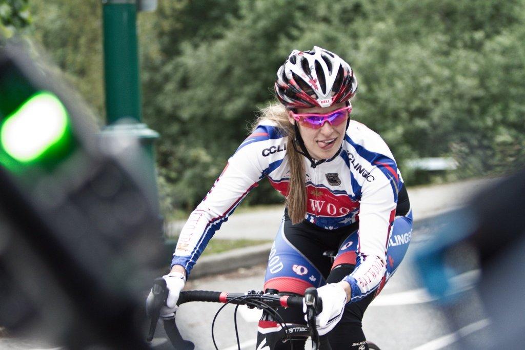 Fit wird man nicht auf dem DH-Bike, sondern auf dem Rennrad - Pic by Derek Dix