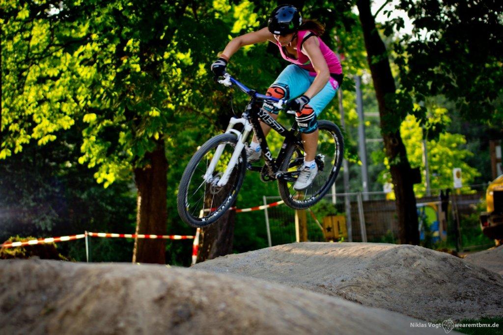 Pumptrackliebe Roadtrip: Steffi springt