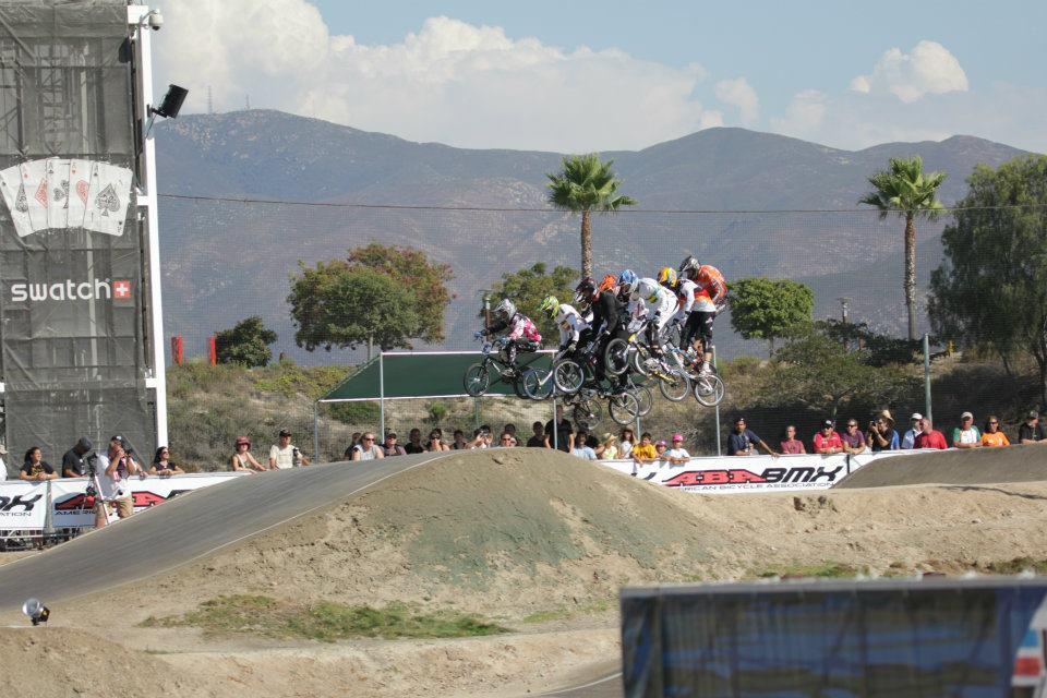 Ganz schön eng: Fahrerfeld beim Chula Vista Supercross