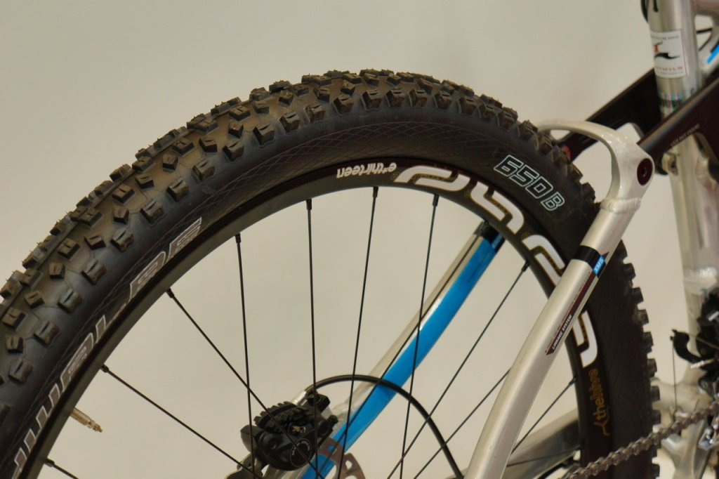 Schwalbe Reifen in 650B auf passenden e13 Felgen.