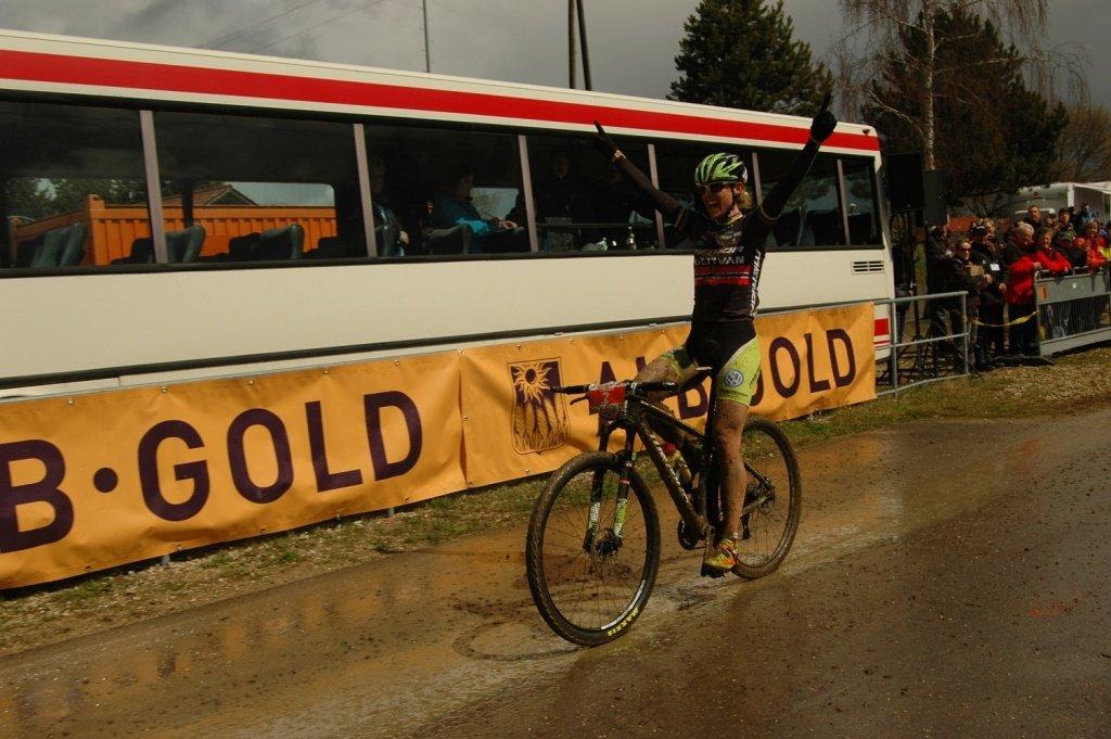 Gunn-Rita Dahle feiert ihren Sieg