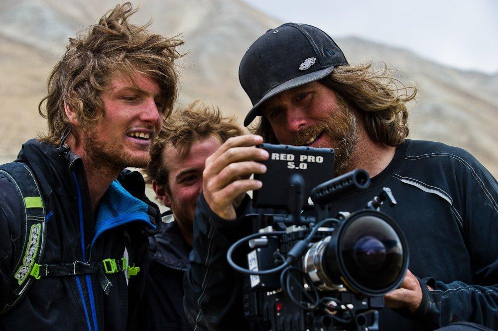 Footage gucken, mitten in Nepal - Foto: Blake Jorgenson/Red Bull Content Pool