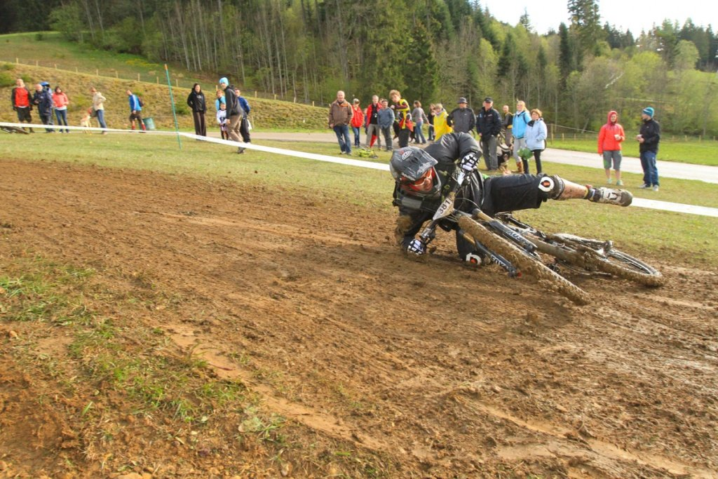 endurotribe.com - Mtabief Open Enduro 2012 - Rutschpartie