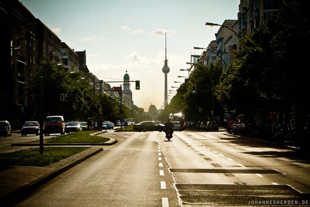 Fahrt durch Berlin - im Hintergrund der Fernsehturm