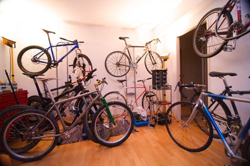 fahrrad an die wand wie am besten bike mountainbike mtb rennrad triathlon. Black Bedroom Furniture Sets. Home Design Ideas