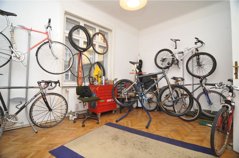 fahrrad an die wand wie am besten bike mountainbike mtb rennrad triathlon. Black Bedroom Furniture Sets. Home Design Ideas