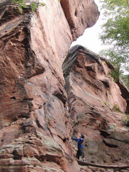 Dahn on the rocks03
