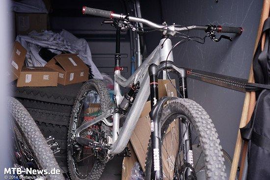 Halt, Türe nicht zu machen - das Rad sieht nämlich ganz schön prototypig aus.