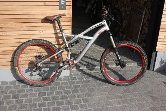 Specialized Enduro Rot