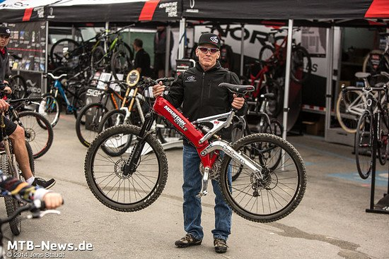 Robert Reisinger mit seinem eigenen Mountain Cycles San Andreas