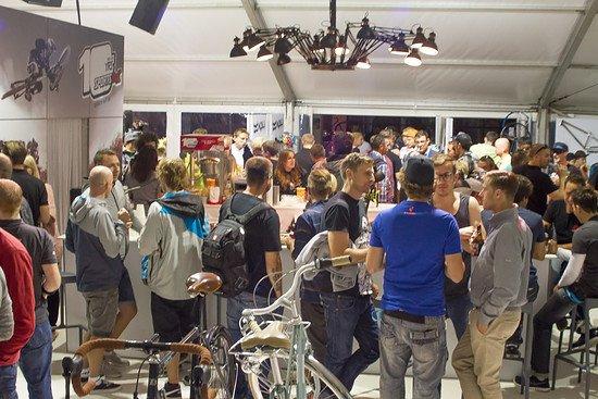 Zwischen Bikes und Parts wurde gefachsimpelt und gefeiert.