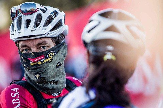 Vermummt vor dem Start - noch ist es frisch - Karin Schermbrucker-Cape Epic-SPORTZPICS