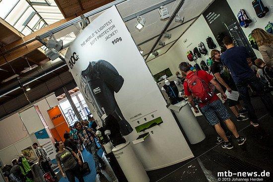 Ein weiteres besonderes Feature der Protector Jacket soll ihr geringes Gewicht von nur 950g sein