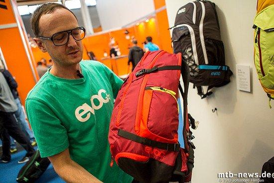 Mit 25l Volumen bietet der Glade genügend Raum für größeres Gepäck