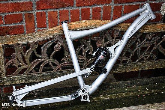 EMANON CAN-EN     Es ist vollbracht: Der erste Prototyp des EMANON CAN EN Enduro-Bikes ist bereit für den Praxistest.