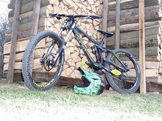 Ghost DH 7000 2013 + Giro Remedy Carbon 2012
