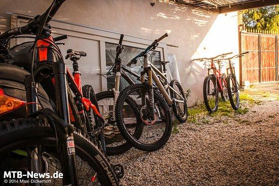 Die Test-Bikes: Maxi montierte die Test-Laufräder an ein Trek Slash 650b.