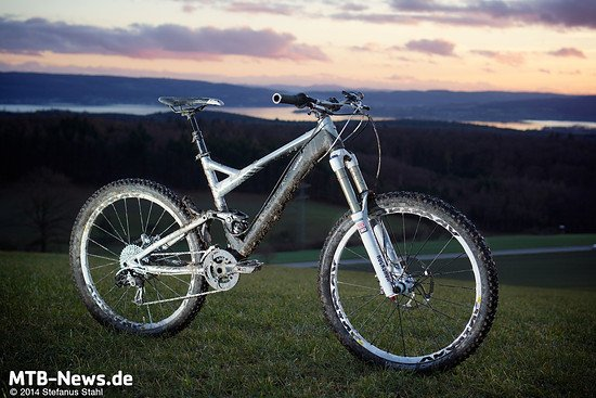 Silber und Schwarz trägt das Topmodell - die günstigeren Bikes kommen knalliger daher