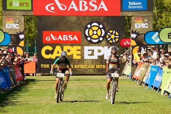 Marco Fontana & Manuel Fumic holen Platz 2 - IN BAGGY-SHORTS !! - Gary Perkin-Cape Epic-SPORTZPICS