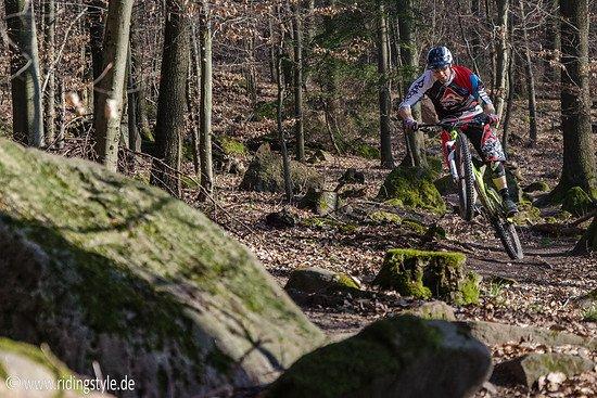 Ridingstyle: Enduro Trail im Sonnenschein