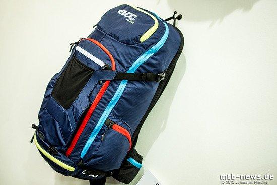 Der Evoc FR Tour bietet mehr Packvolumen als der FR Trail und soll so besonders für lange Touren mit mehr Gepäck geeignet sein