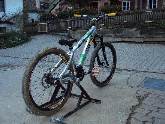 Was sagt ihr zu dem bike? Wie viel is es noch Wert????