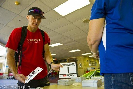 Paul von Trek World Racing zeigt die Startnummer herum, die alle gerne hätten!