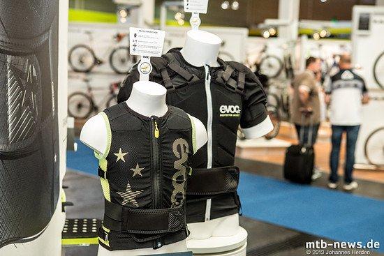 Evoc zeigt für 2014 die Protector Jacket und die Protector Vest Kids