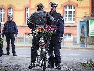 Fahrradfahrer kontrollieren