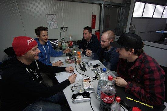 Das ICB-Team, von links im Uhrzeigersinn: Jürgen, Stefanus, Thomas, Basti und Stefan