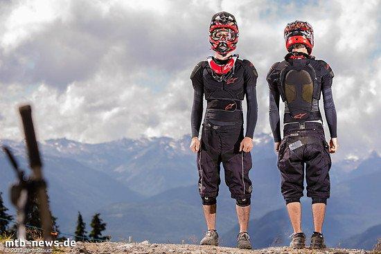 Alpinestars BNS Carbon und Protektor