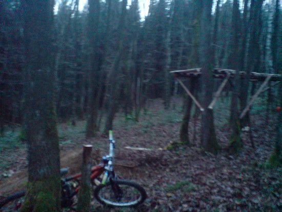 2 Meter Drop Bikepark Pracht